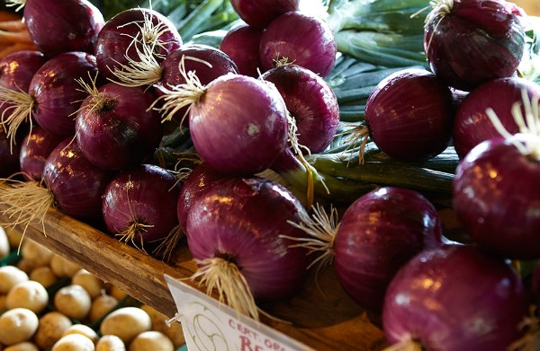 Red onions on display at the Farmers Market.
