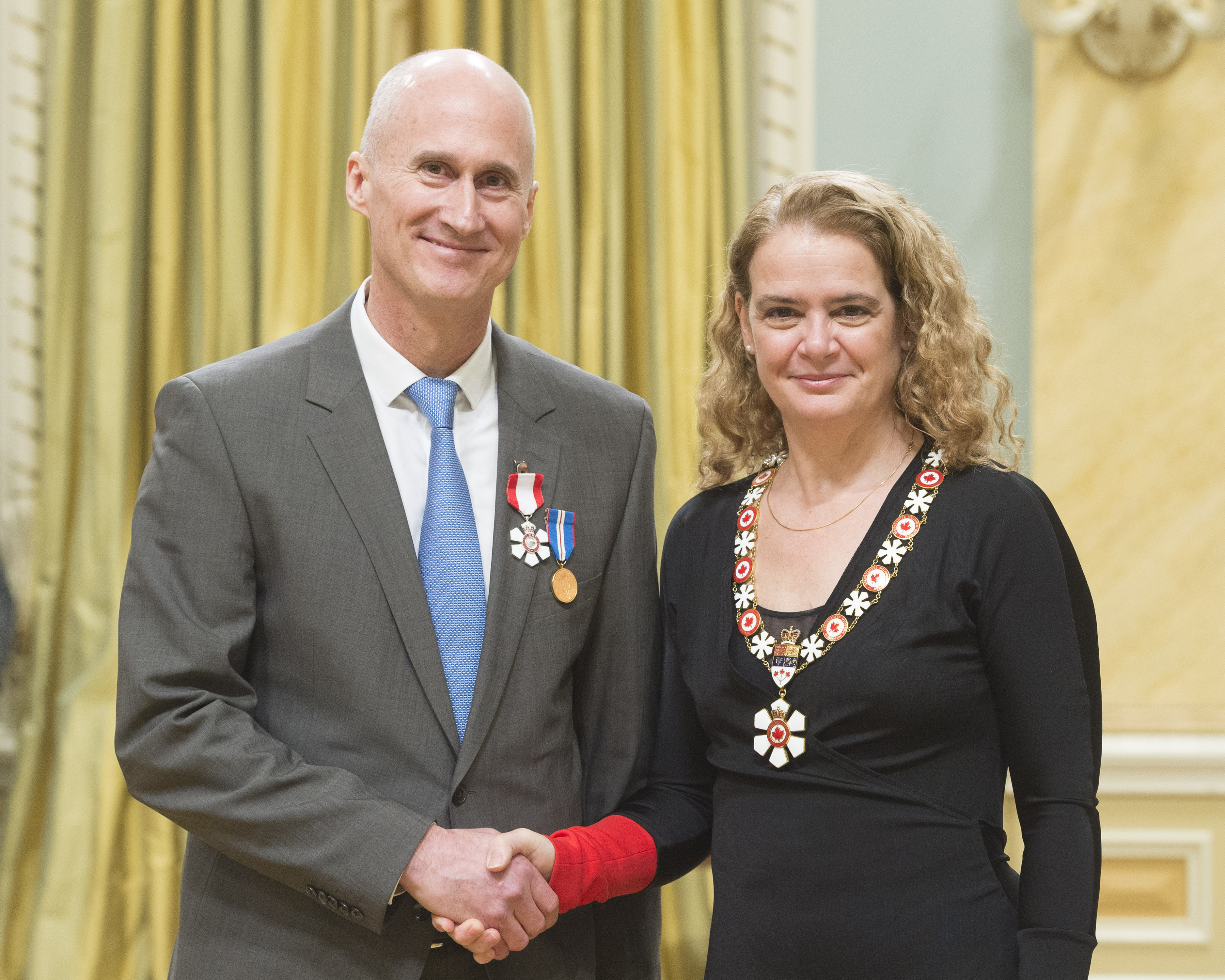 Evergreen CEO Geoff Cape is invested into the Order of Canada by the Right Honourable Julie Payette, Governor General of Canada. Image: Sgt Johanie Maheu, Rideau Hall © OSGG, 2018.