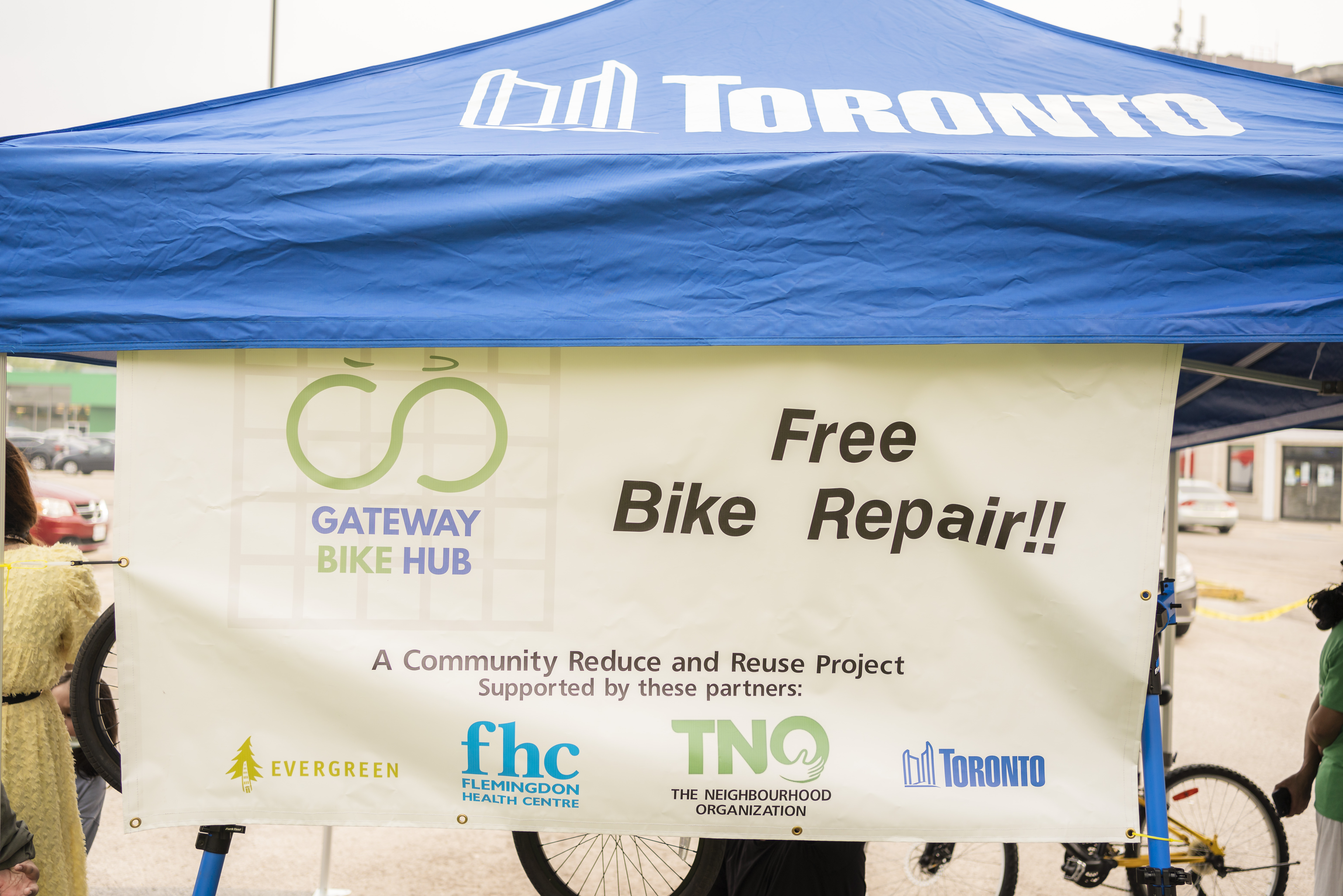 A tent with a sign that says free bike repair