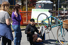 People talking next to a bike at a bike workstation. (Photo: Vanina Torres)