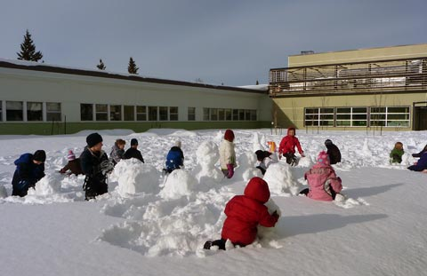 Students at Holyrood making an army of snowmen! (Photo: Suzanne Préfontaine)