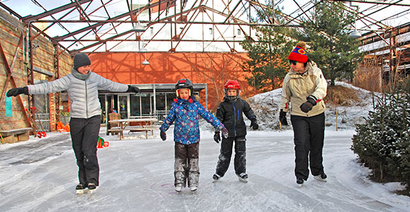 Kids learning to skate. (Photo: Mike Derblich)